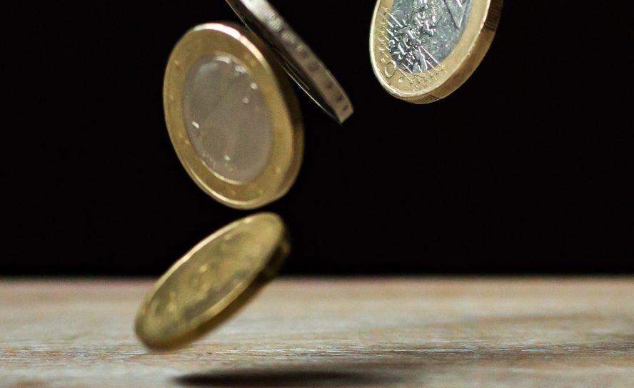 Den norske økonomien går overraskende bra, tar oljeprisen i betraktning